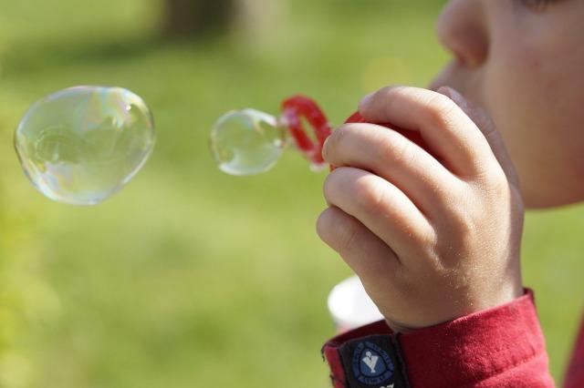 niño-burbujas-creatividad