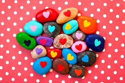 piedras-pintadas-corazones