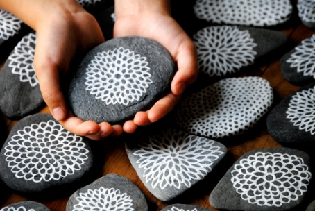 piedras-pintadas-flores-marinas